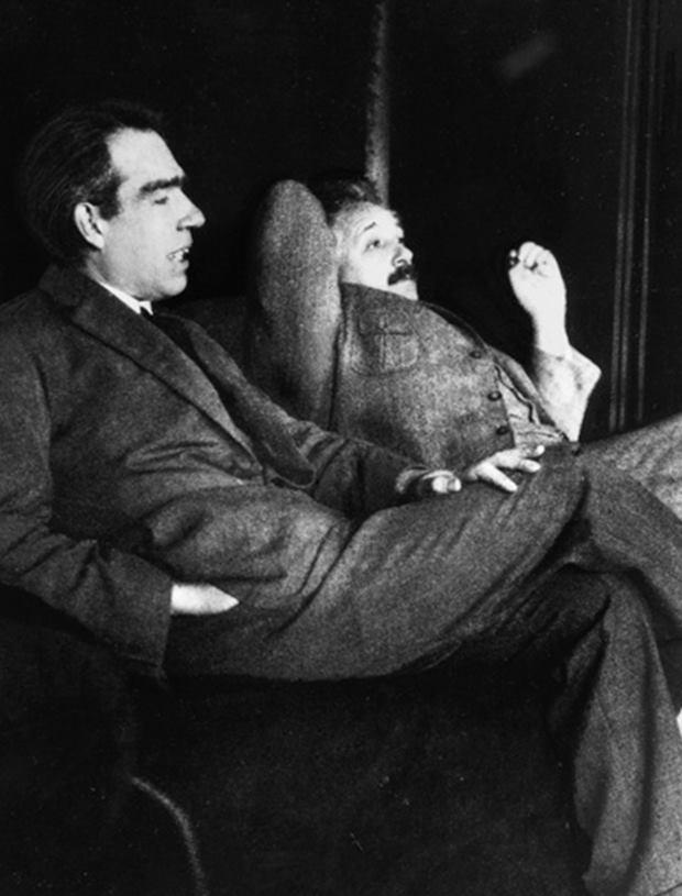 Нильс Бор и Альберт Эйнштейн, 1925 г.