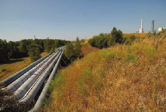 трубы, по которым отработанный пар с электростанции DONG Energy передается компаниям для использования его в производственных целях